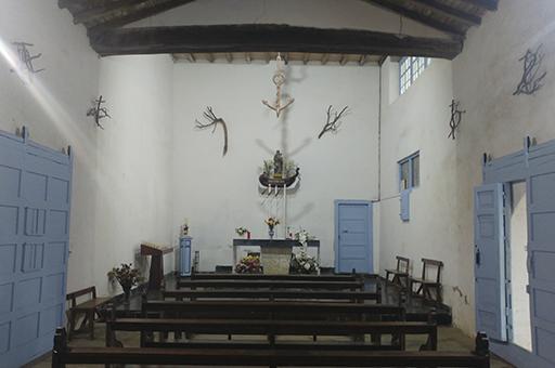 Itsasoko Kizkitzako baselizaren barrualdean, altarea