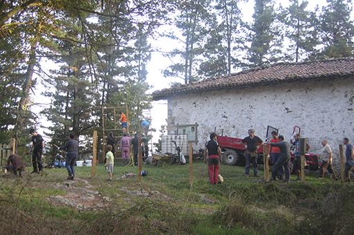 Auzolana Itsasoko San Lorentzo ermita txukuntzen 2014an